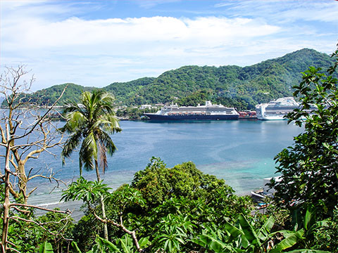 Cruise-Liners at American Samoa