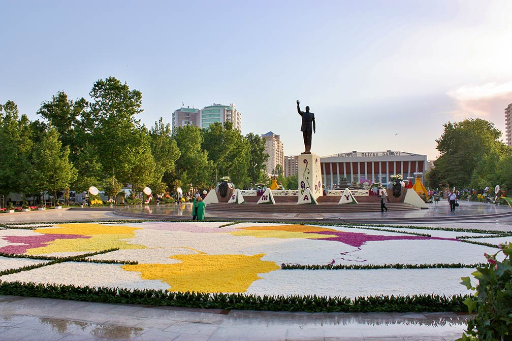 Baku Flower Festival, celebration of the birthday of Heydar Aliyev
