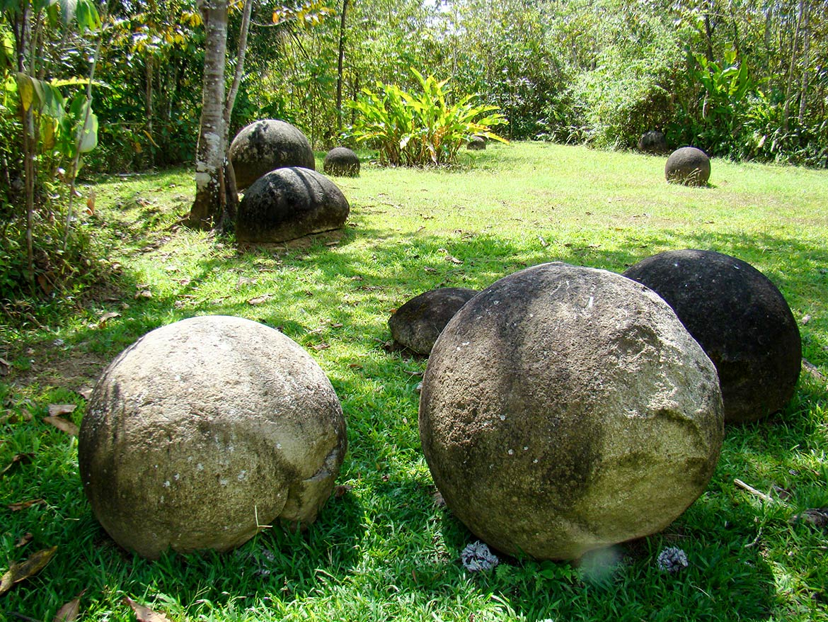 pre-columbian stone spheres from the Diquís Delta