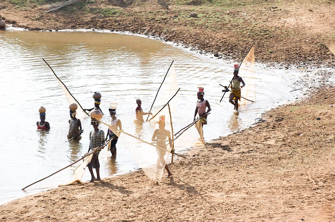 Malinke fisher women on the River Niger in Upper Guinea