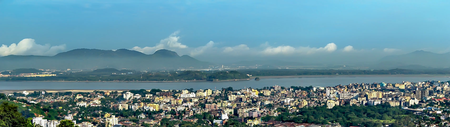 City of Guwahati (Gauhati), capital and largest city of Assam