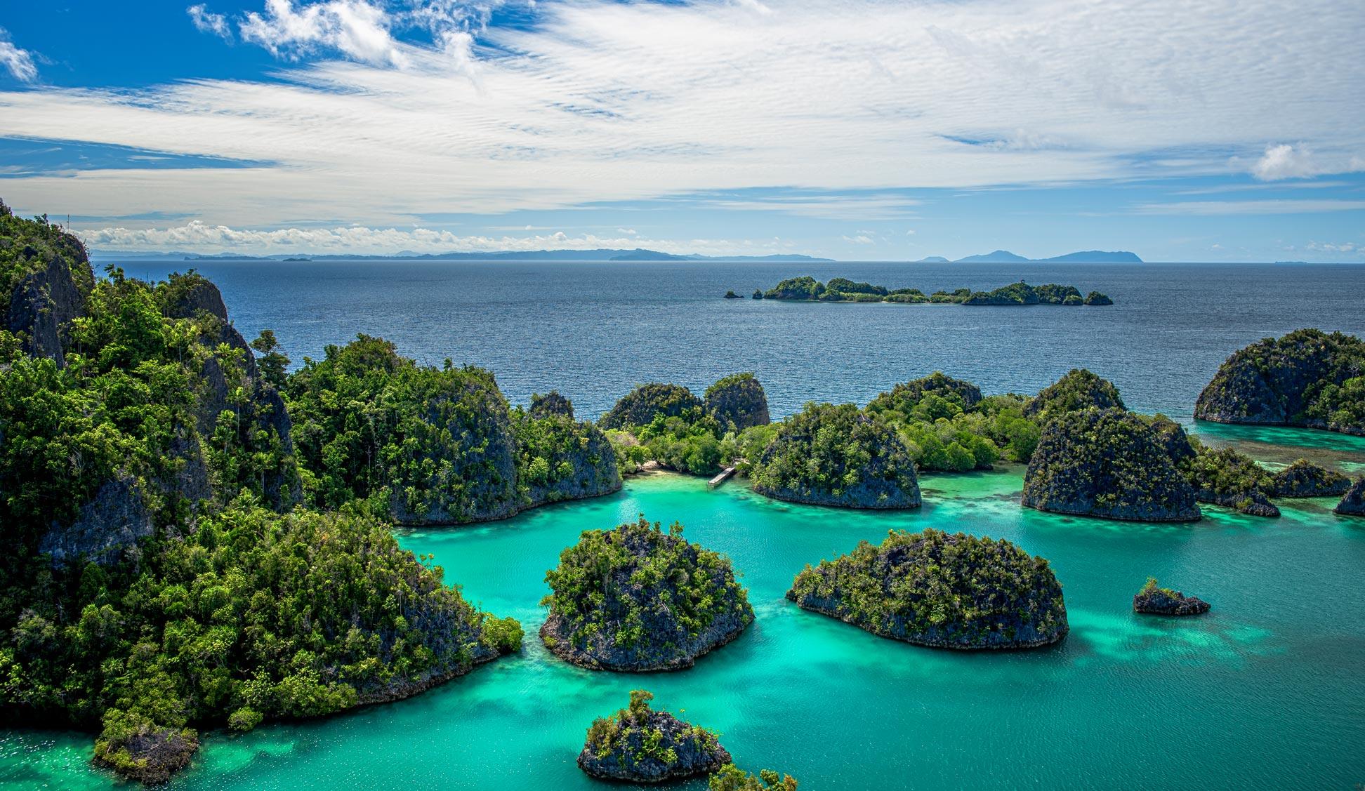 https://www.nationsonline.org/gallery/Indonesia/Piaynemo-West-Papua.jpg