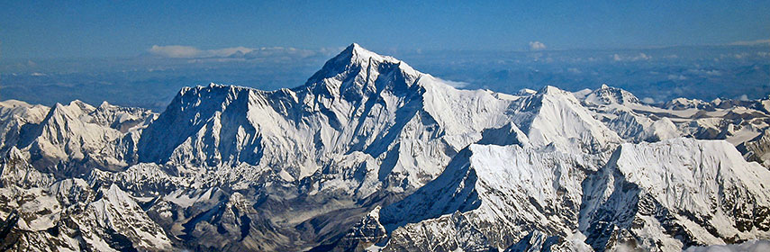 Himalayan ountain chain of the Everest Group with Mount Everest in center