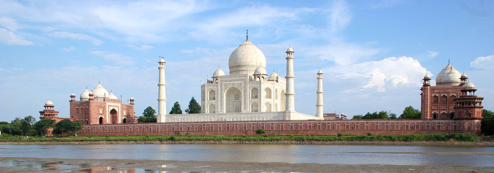 Taj Mahal at Yamuna river in Agra, Uttar Pradesh