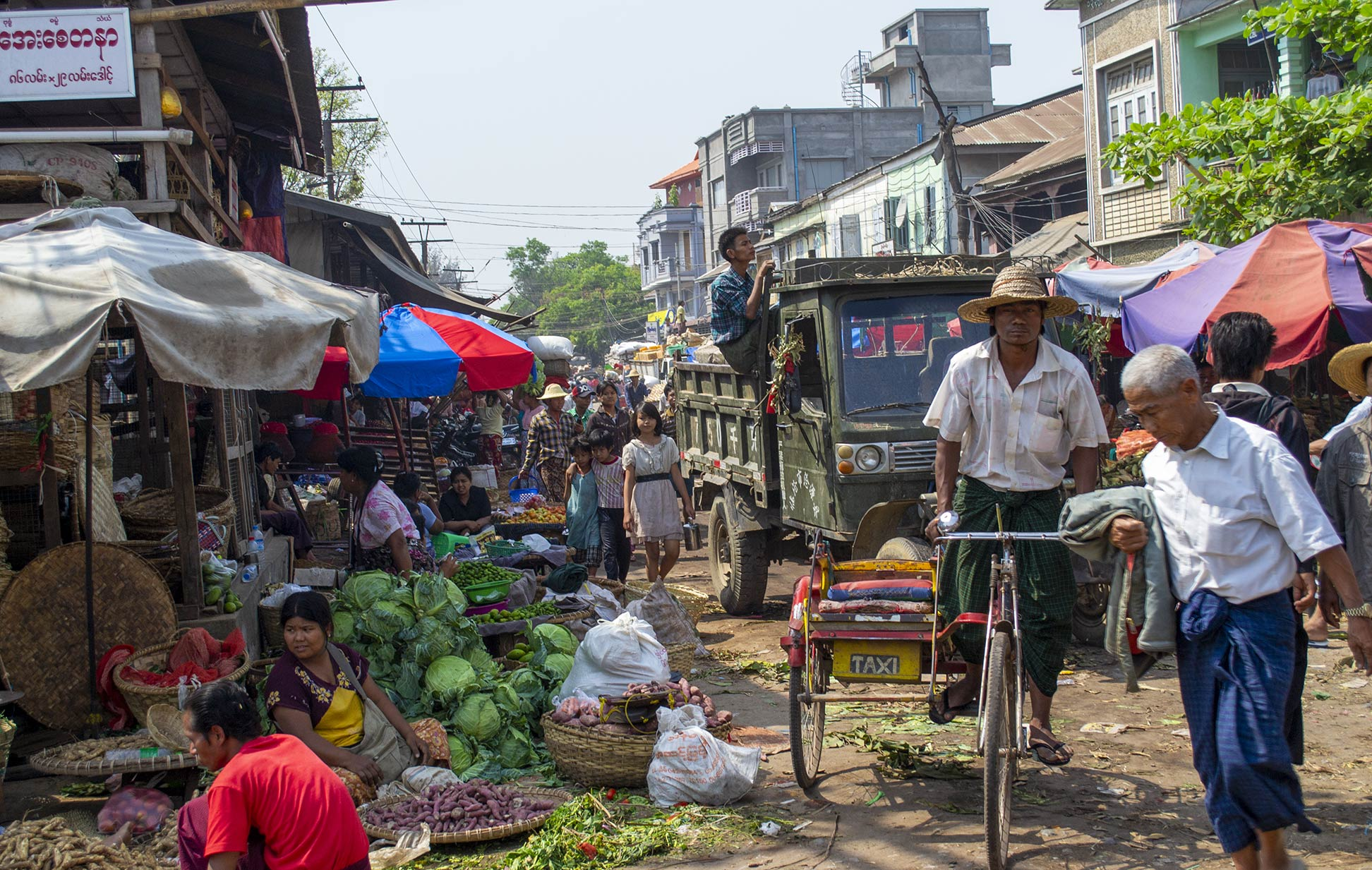 Market scene in Mandalay