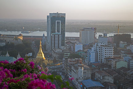 Yangon, Sule Pagoda at dawn
