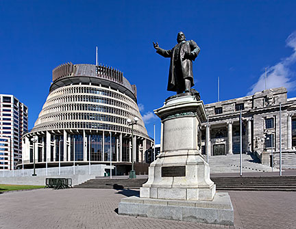 New Zealand's Parliament buildings with Seddon Statue