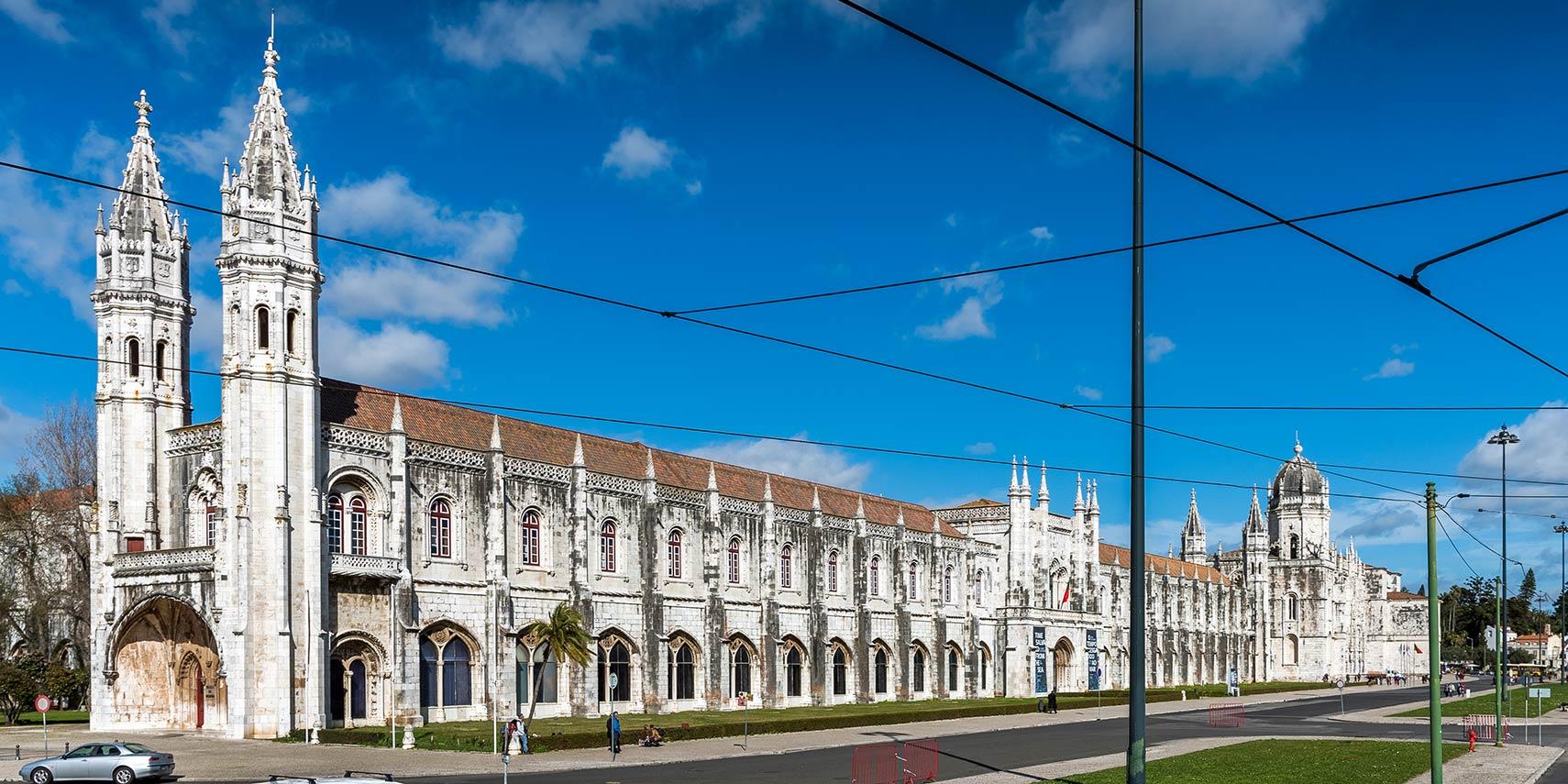 O Mosteiro dos Jerônimos em Belém abriga o Museu Marítimo de Portugal e o Museu Nacional de Arqueologia