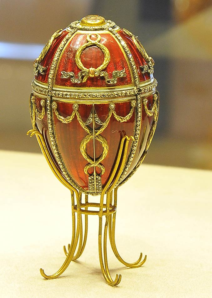 "Imperial egg ""Rosebud"", one of the jewelled eggs created by the House of Fabergé, in St. Petersburg"