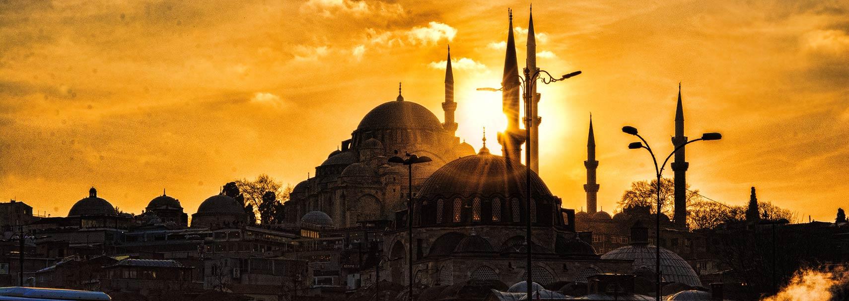 Sunset behind Süleymaniye Mosque in Istanbul, Turkey.