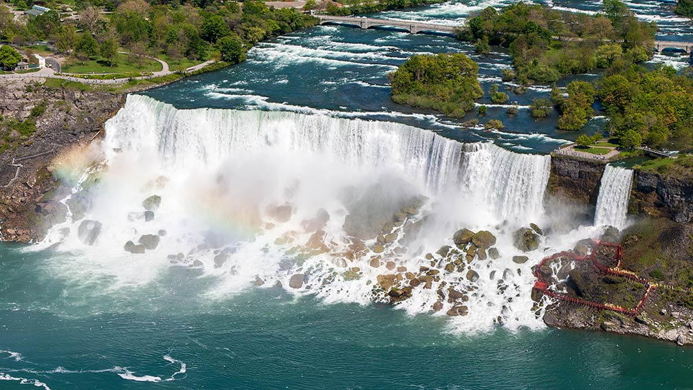 The American Falls and the Bridal Veil Falls of the Niagara Falls in the US