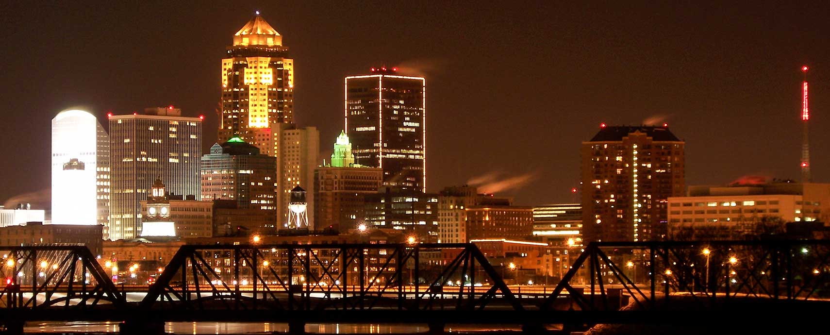 Des Moines, Iowa skyline at night