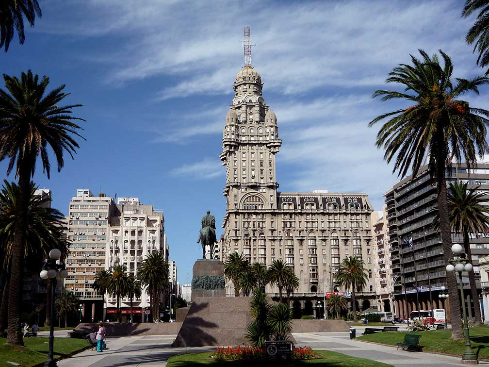 Montevideo, Plaza Independencia, Palacio Salvo