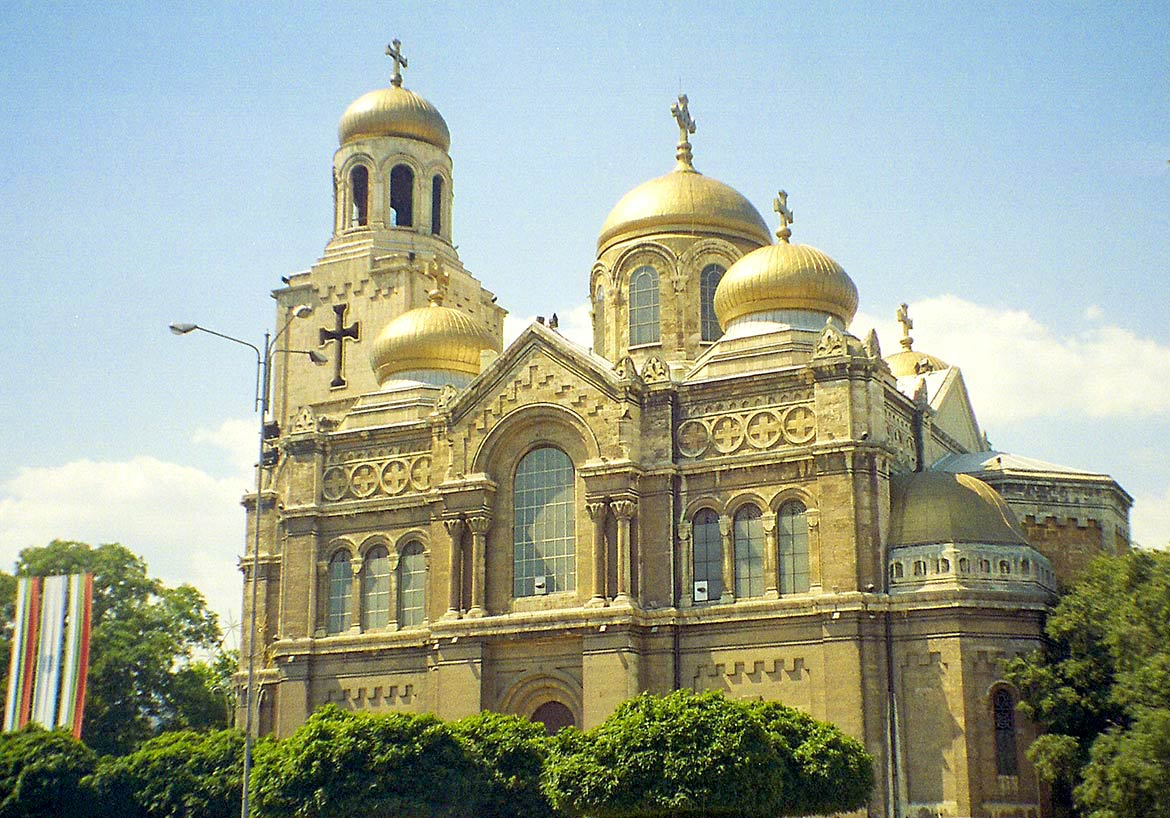 'Cathedral of the Assumption, Varna' from the web at 'http://www.nationsonline.org/oneworld/../gallery/Bulgaria/Basilika_Varna.jpg'