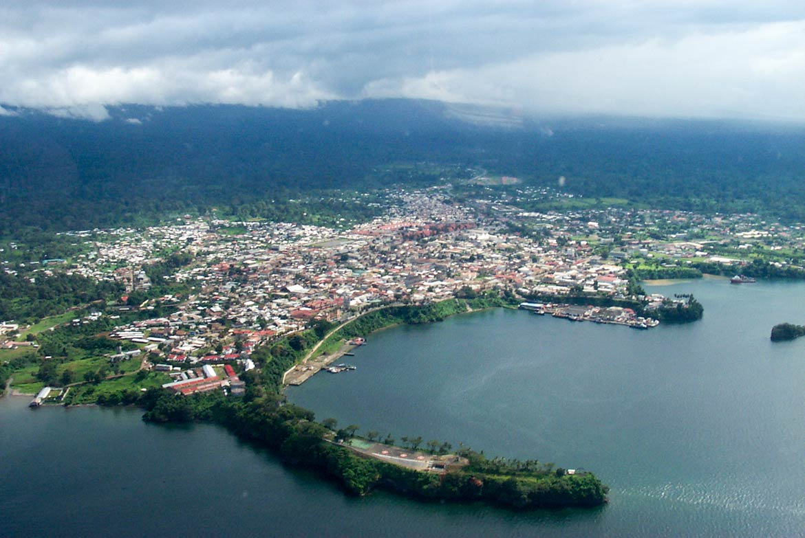 ' ' from the web at 'http://www.nationsonline.org/oneworld/../gallery/Equatorial_Guinea/Malabo-aerial.jpg'